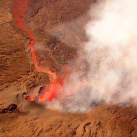 Le piton de la fournaise en éruption vue du ciel par Fly Réunion