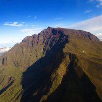 Le piton des neiges 3071 mètres L'île de La Réunion vue du ciel par Fly Réunion